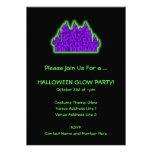 Fiesta púrpura y verde del resplandor de Halloween Invitacion Personal
