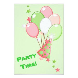 Fiesta verde y rosado de los globos del cumpleaños comunicados personales