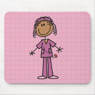 Figura afroamericana enfermera del palillo alfombrillas de ratones