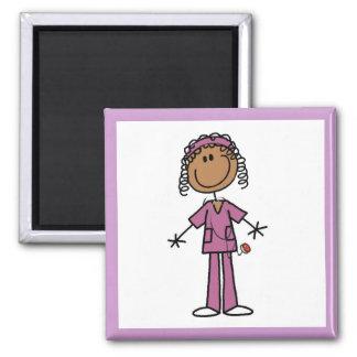 Figura afroamericana enfermera del palillo imán cuadrado