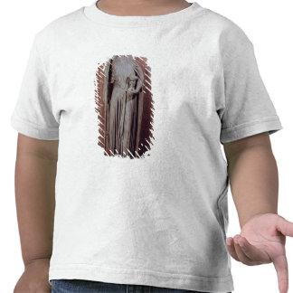 Figura alegórica de la iglesia que sostiene una camisetas