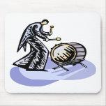 Figura alta bajo del jugador del bombo de la orque alfombrillas de ratón