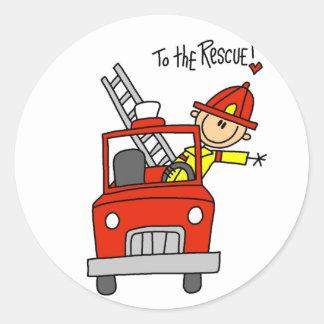 Figura bombero del palillo al rescate etiquetas redondas