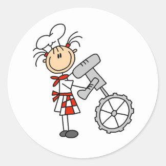Figura cocinero del palillo que usa a los pegatina redonda