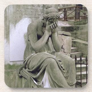 Figura de la pena de la tumba de Pedro Gareau d Posavasos De Bebida