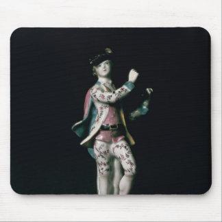 Figura de Lowestoft de un muchacho que juega un tr Mouse Pads