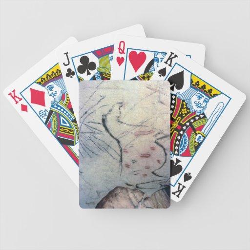 Figura de una yegua embarazada con la línea parale cartas de juego