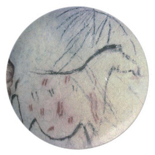 Figura de una yegua embarazada con la línea parale platos