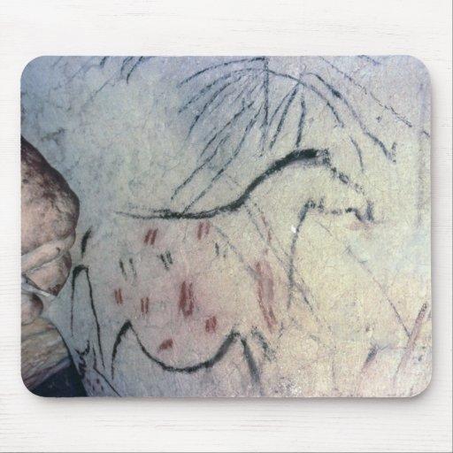 Figura de una yegua embarazada con la línea parale tapete de ratón