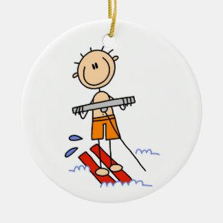 Figura del palillo del esquí acuático adorno redondo de cerámica
