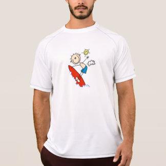 Figura del palillo del muchacho que practica surf camiseta