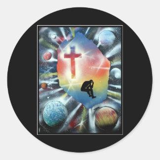 Figura desesperada cruz colorida del universo etiqueta redonda