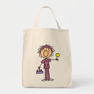 Figura enfermera del palillo con las camisetas y l bolsa tela para la compra