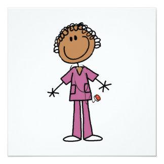 Figura femenina afroamericana enfermera del anuncio
