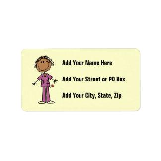 Figura femenina afroamericana enfermera del palill etiquetas de dirección