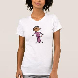 Figura femenina afroamericana enfermera del camisetas
