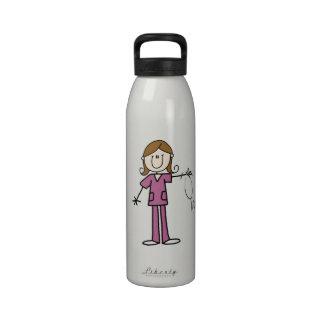 Figura femenina enfermera del palillo del pelo de  botella de beber