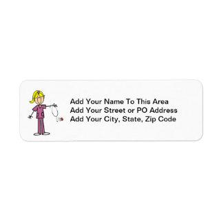 Figura femenina rubia camisetas del palillo de la etiquetas de remite