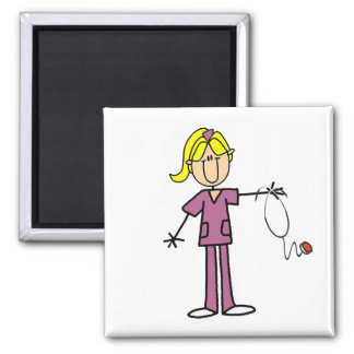 Figura femenina rubia enfermera del palillo imán cuadrado