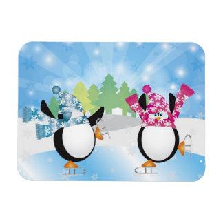 Figura linda imán de los pingüinos del patinaje de