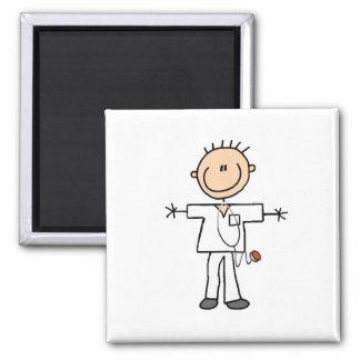 Figura masculina enfermera del palillo imán cuadrado