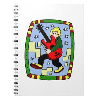 Figura masculina que lleva el gráfico bajo rojo cuadernos