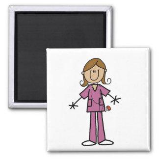 Figura media enfermera de sexo femenino del palill imán cuadrado