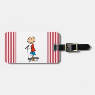 Figura muchacho del palillo en la vespa etiquetas maletas