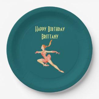 Figura patinador retra en feliz cumpleaños rosado plato de papel de 9 pulgadas