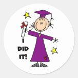 Figura púrpura graduado del palillo del chica etiqueta redonda