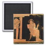 Figura roja pyxis del ático que representa a una n iman para frigorífico