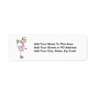 Figura rosada patinador del palillo del chica de etiqueta de remite