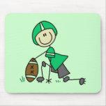 Figura verde del palillo del fútbol alfombrilla de ratón