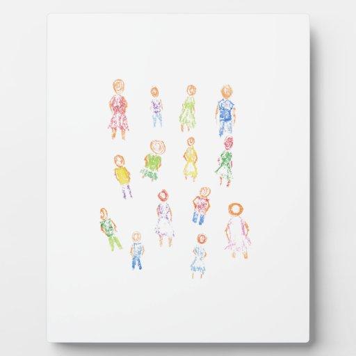 Figuras coloridas de la gente que dibujan b claro  placa de plastico