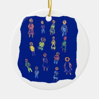 Figuras coloridas de la gente que dibujan el papel adorno de navidad