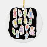 Figuras coloridas de la gente que dibujan el papel adornos de navidad