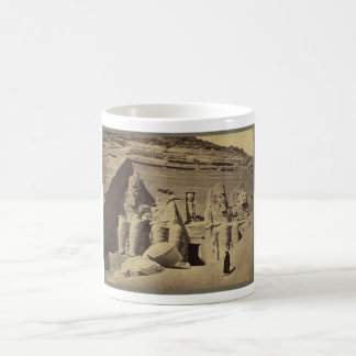 Figuras colosales el gran templo en Abu Sunbul Taza