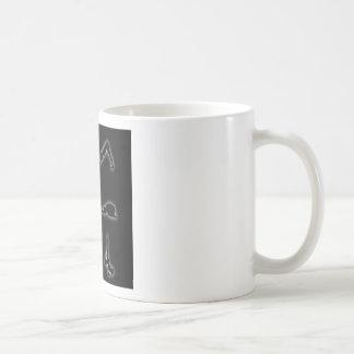 Figuras que brillan intensamente de la actitud de taza de café