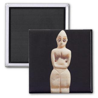Figurilla de una mujer, temprano 4to milenio A.C. Imán Cuadrado