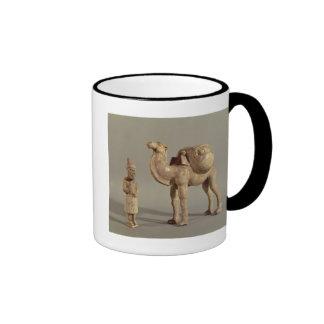 Figurillas funerarias de un camello cargado tazas