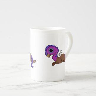 Fijación púrpura y azul de Gryphon del bolsillo de Taza De Porcelana