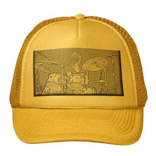 Fije el casquillo o el gorra del chica del batería