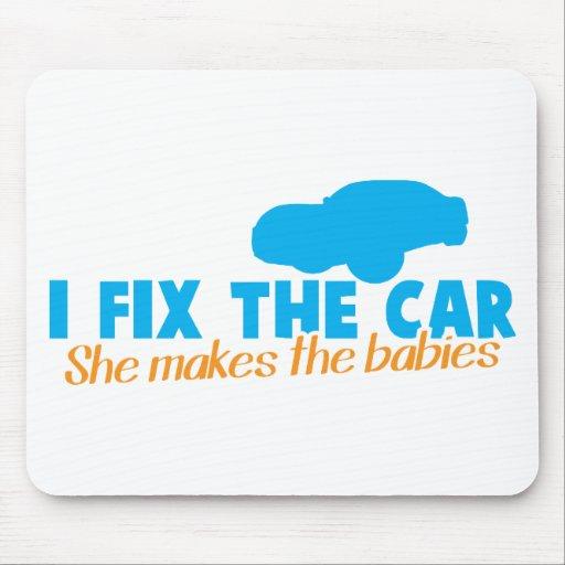 Fijo el coche que ella hace a los bebés tapetes de raton