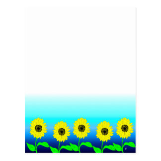 Fila amarilla brillante de girasoles postal
