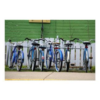 Fila azul de la bicicleta fotografía