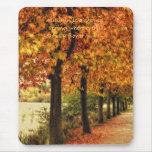 Fila de árboles en otoño alfombrilla de ratón