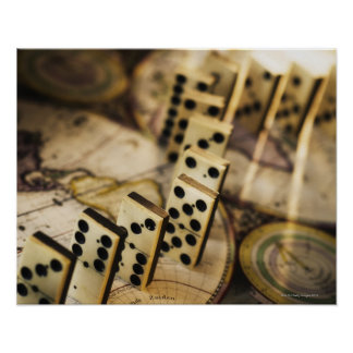 Fila de dominós en el mapa de Viejo Mundo 2 Poster