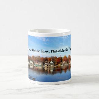 Fila de la casa barco, Philadelphia, PA Taza Clásica