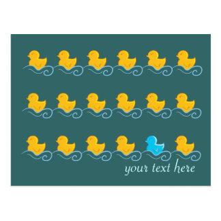 fila de la tarjeta linda de los patos postales