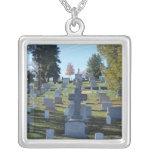 Fila de lápidas mortuorias cruzadas, Arlington Pendientes Personalizados